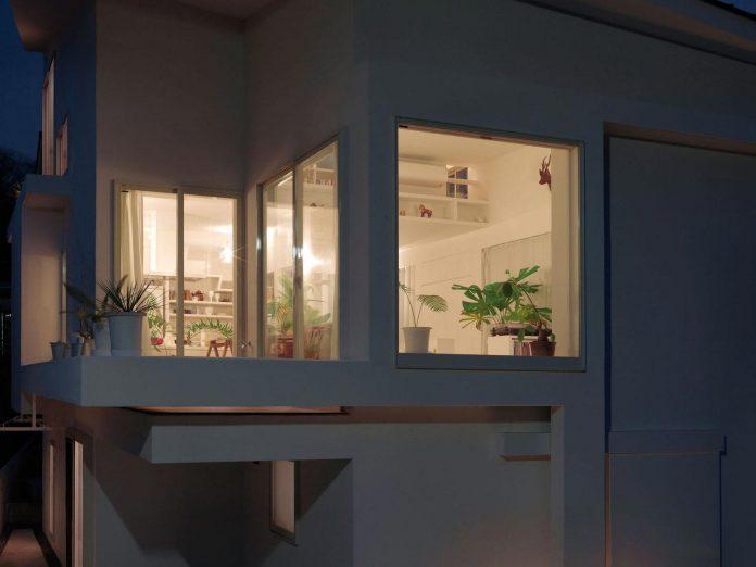 corner-contemporary-house-kitashirakawa-ume-architects-17