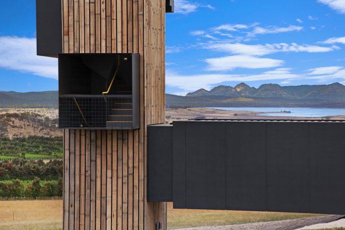 devils-corner-cellar-door-lookout-panoramic-views-freycinet-peninsula-cumulus-studio-04