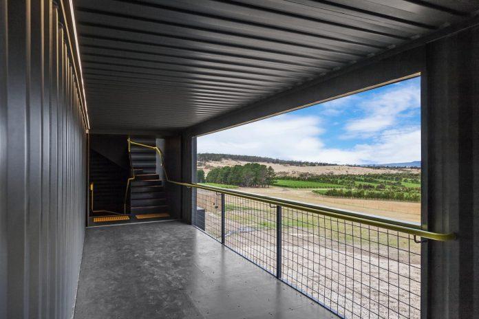devils-corner-cellar-door-lookout-panoramic-views-freycinet-peninsula-cumulus-studio-07