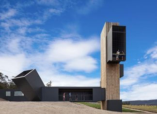 Devil's Corner Cellar Door and Lookout with panoramic views over the Freycinet Peninsula by Cumulus Studio