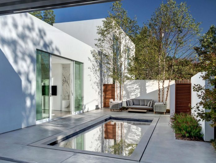 di-luce-white-villa-dallas-morrison-dilworth-walls-02