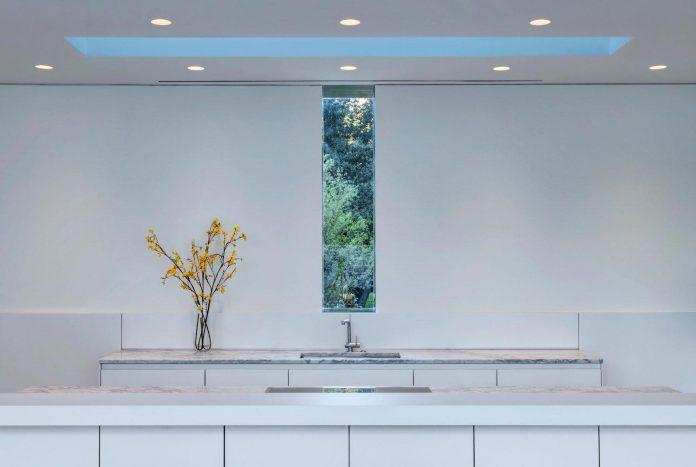 di-luce-white-villa-dallas-morrison-dilworth-walls-04