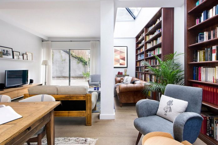 egue-y-seta-redesign-house-50s-new-welcoming-home-young-couple-kids-05