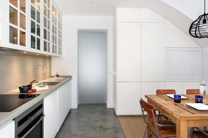 egue-y-seta-redesign-house-50s-new-welcoming-home-young-couple-kids-11