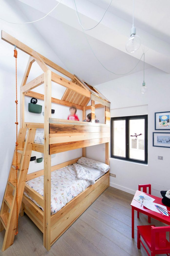 egue-y-seta-redesign-house-50s-new-welcoming-home-young-couple-kids-16