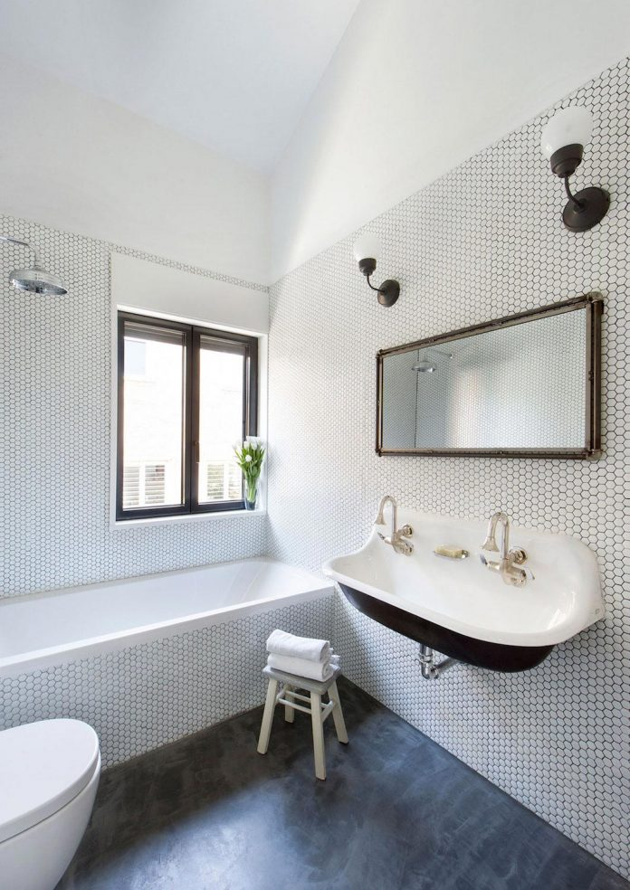 egue-y-seta-redesign-house-50s-new-welcoming-home-young-couple-kids-21