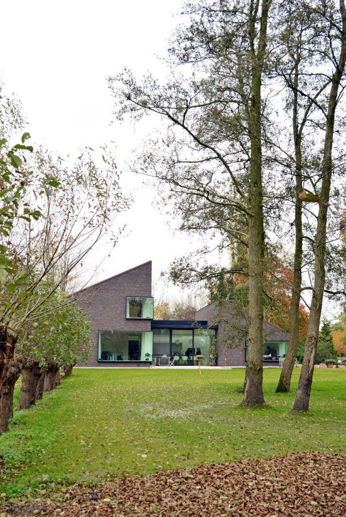 fc-kiekens-home-aalter-belgium-architektuurburo-dirk-hulpia-01