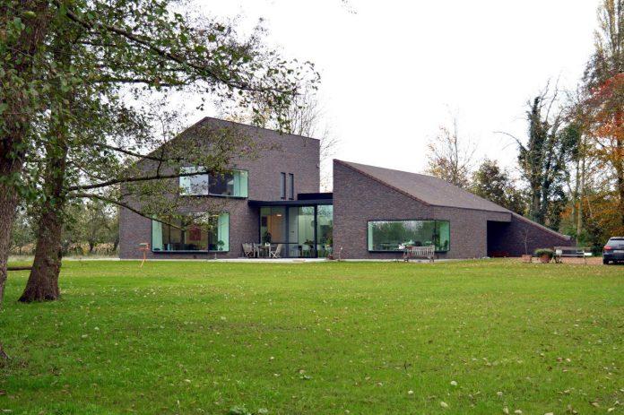 fc-kiekens-home-aalter-belgium-architektuurburo-dirk-hulpia-02