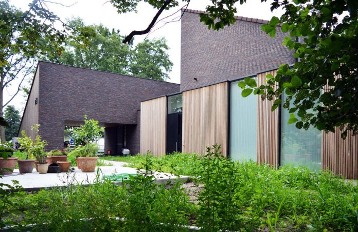 fc-kiekens-home-aalter-belgium-architektuurburo-dirk-hulpia-13