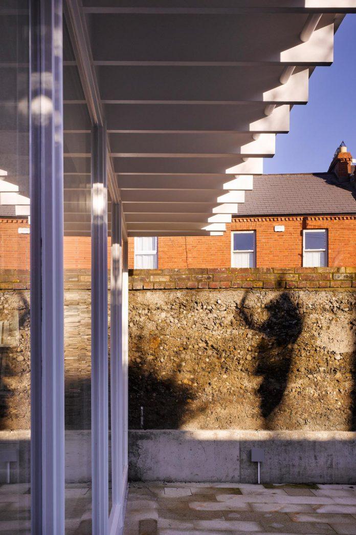 floating-plane-hidden-garden-dublin-ireland-mccullough-mulvin-architects-04