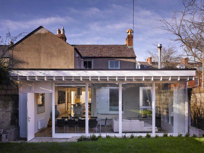 floating-plane-hidden-garden-dublin-ireland-mccullough-mulvin-architects-06