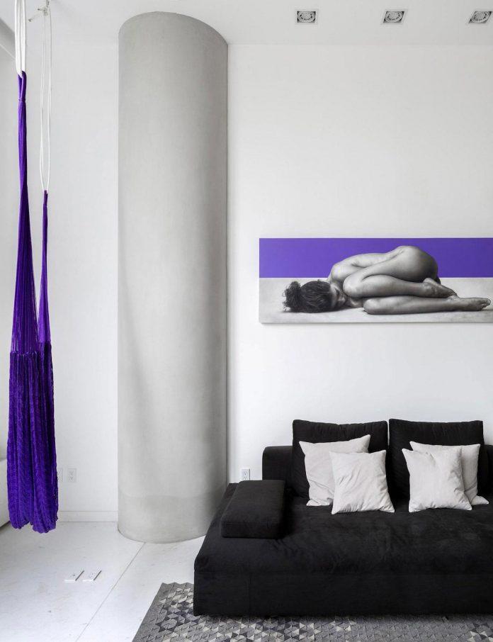 gh-mild-clean-apartment-light-toned-wood-white-stone-black-metalwork-archetonic-03