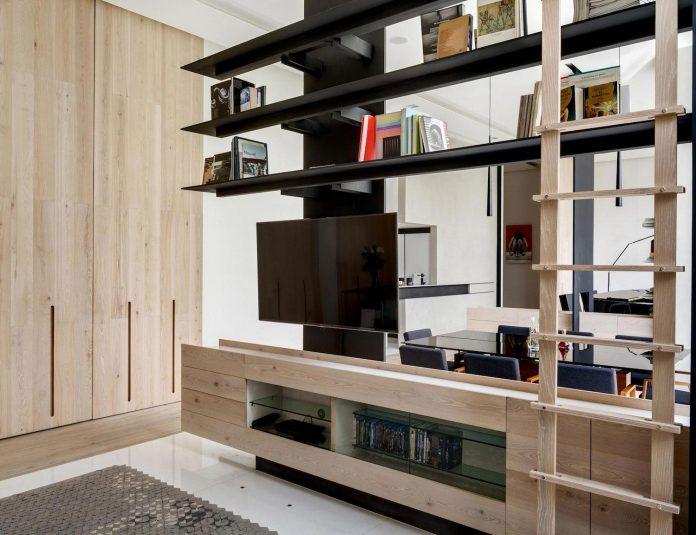 gh-mild-clean-apartment-light-toned-wood-white-stone-black-metalwork-archetonic-04