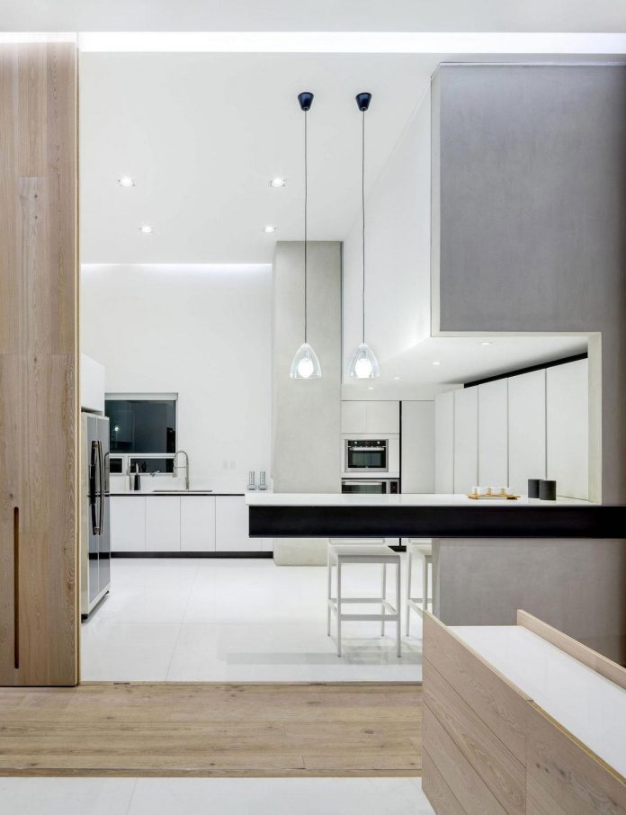 gh-mild-clean-apartment-light-toned-wood-white-stone-black-metalwork-archetonic-07