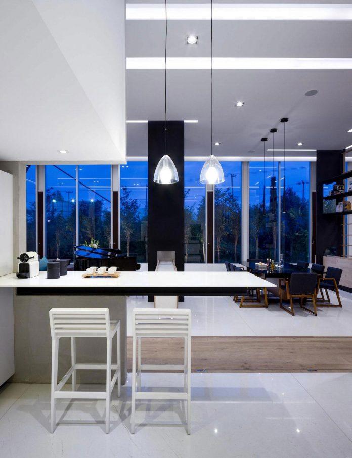 gh-mild-clean-apartment-light-toned-wood-white-stone-black-metalwork-archetonic-08