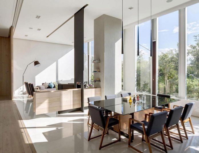 gh-mild-clean-apartment-light-toned-wood-white-stone-black-metalwork-archetonic-09