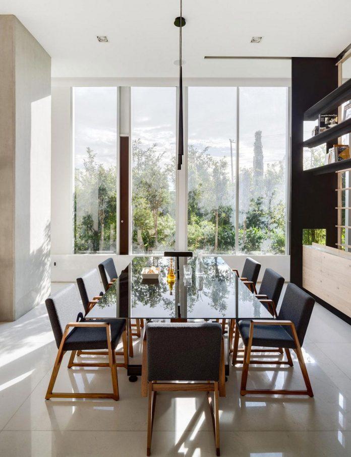 gh-mild-clean-apartment-light-toned-wood-white-stone-black-metalwork-archetonic-10