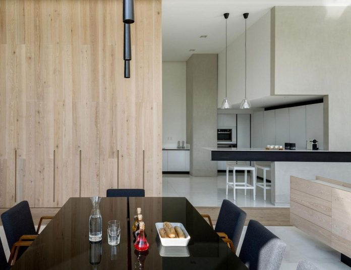 gh-mild-clean-apartment-light-toned-wood-white-stone-black-metalwork-archetonic-11