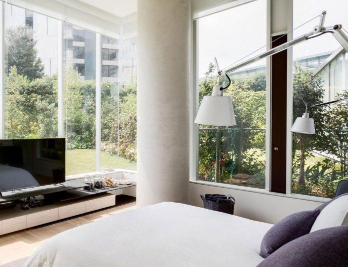 gh-mild-clean-apartment-light-toned-wood-white-stone-black-metalwork-archetonic-14