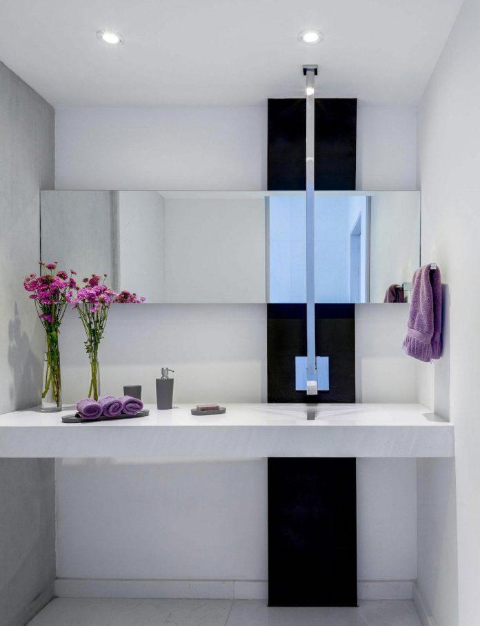 gh-mild-clean-apartment-light-toned-wood-white-stone-black-metalwork-archetonic-15