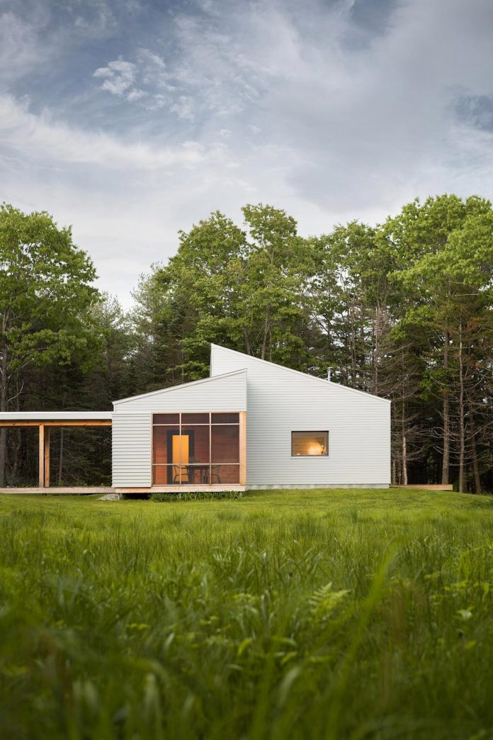 go-logic-design-cousins-river-wooden-residence-near-pine-forest-southern-maine-02