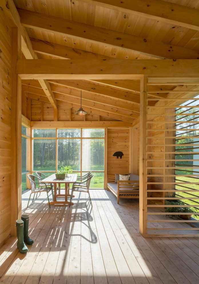 go-logic-design-cousins-river-wooden-residence-near-pine-forest-southern-maine-04