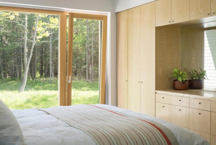 go-logic-design-cousins-river-wooden-residence-near-pine-forest-southern-maine-10