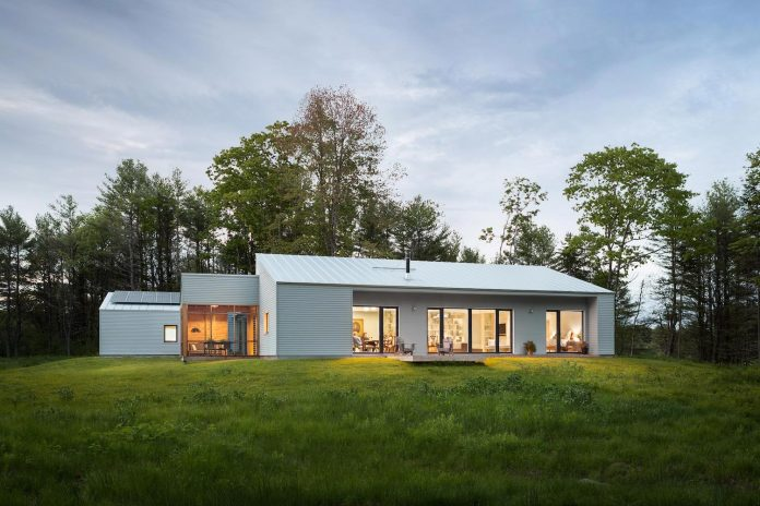 go-logic-design-cousins-river-wooden-residence-near-pine-forest-southern-maine-12