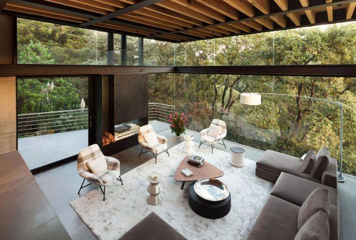 grupoarquitectura-design-tepozcuautla-house-two-volumes-connected-steel-bridges-glass-floors-beyond-forest-15