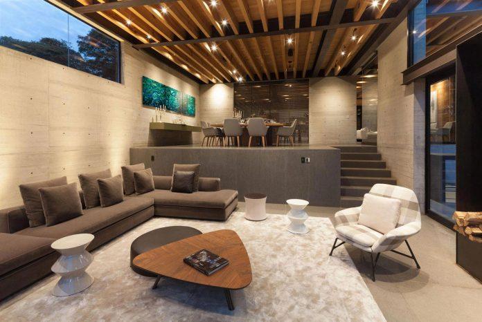 grupoarquitectura-design-tepozcuautla-house-two-volumes-connected-steel-bridges-glass-floors-beyond-forest-16