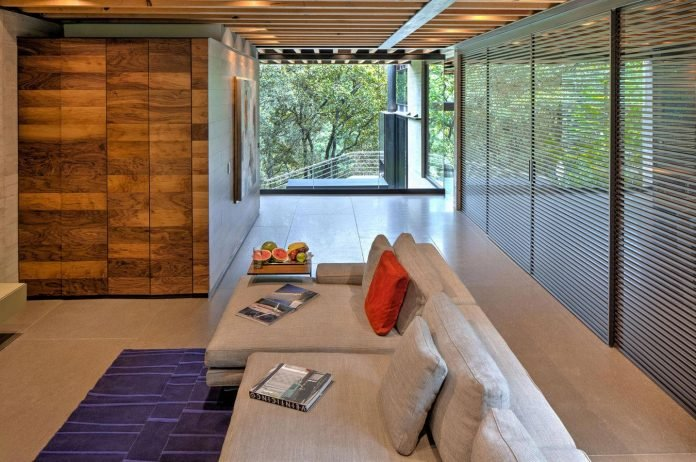 grupoarquitectura-design-tepozcuautla-house-two-volumes-connected-steel-bridges-glass-floors-beyond-forest-17