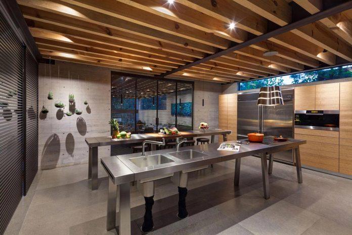 grupoarquitectura-design-tepozcuautla-house-two-volumes-connected-steel-bridges-glass-floors-beyond-forest-18