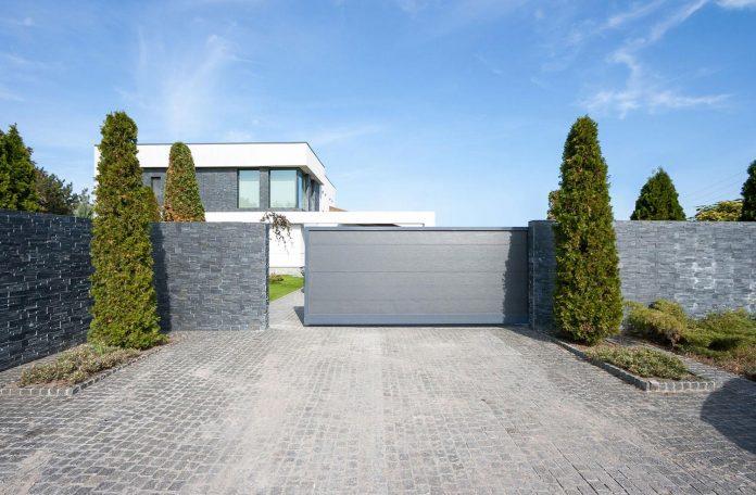 h-01-modern-two-storey-villa-azovskiy-pahomova-architects-01