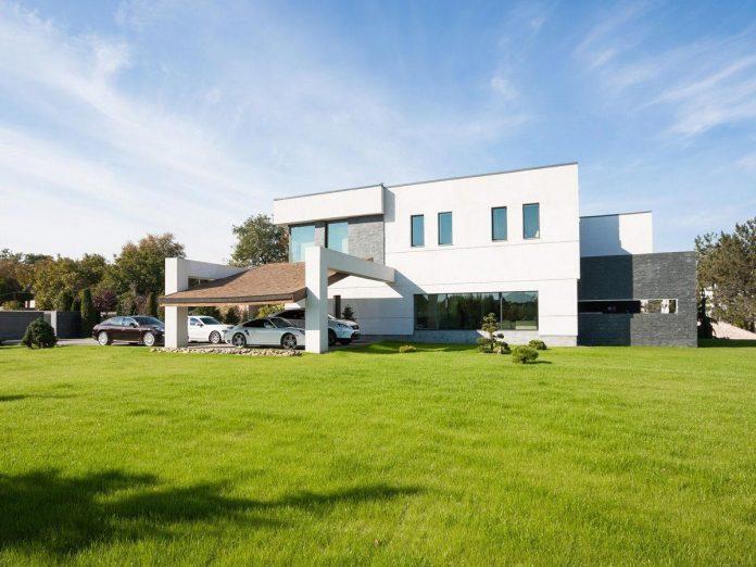 h-01-modern-two-storey-villa-azovskiy-pahomova-architects-02