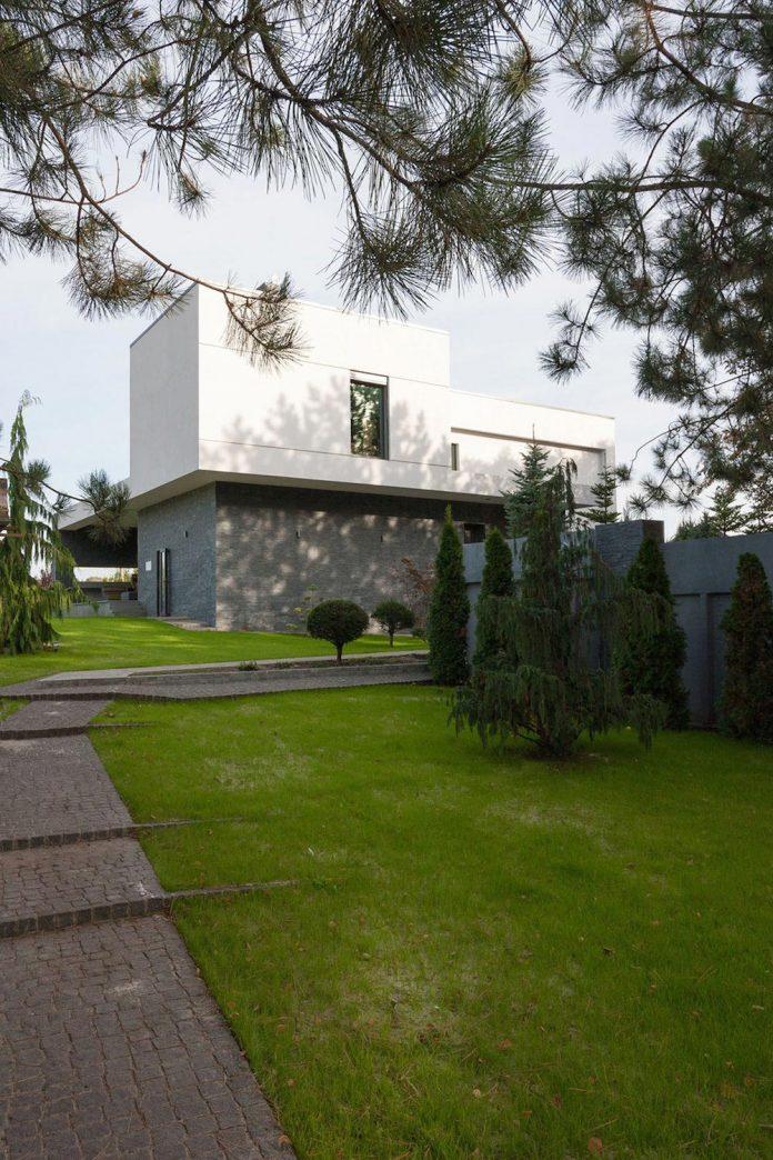 h-01-modern-two-storey-villa-azovskiy-pahomova-architects-05