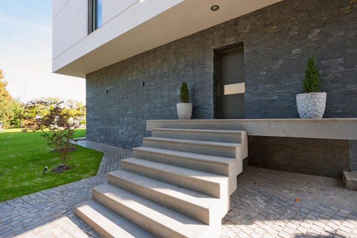 h-01-modern-two-storey-villa-azovskiy-pahomova-architects-06