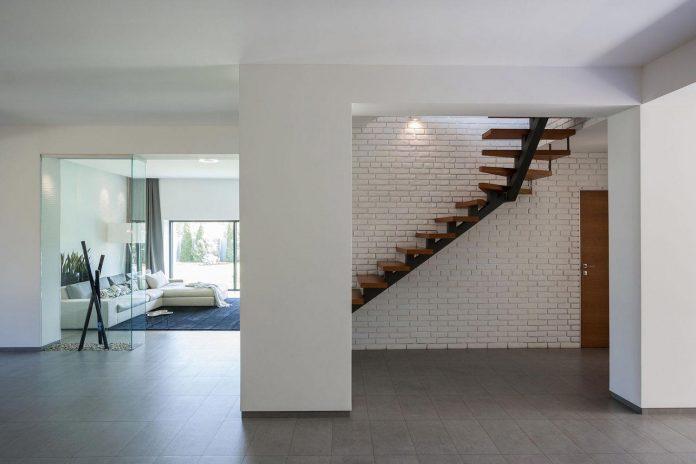 h-01-modern-two-storey-villa-azovskiy-pahomova-architects-07