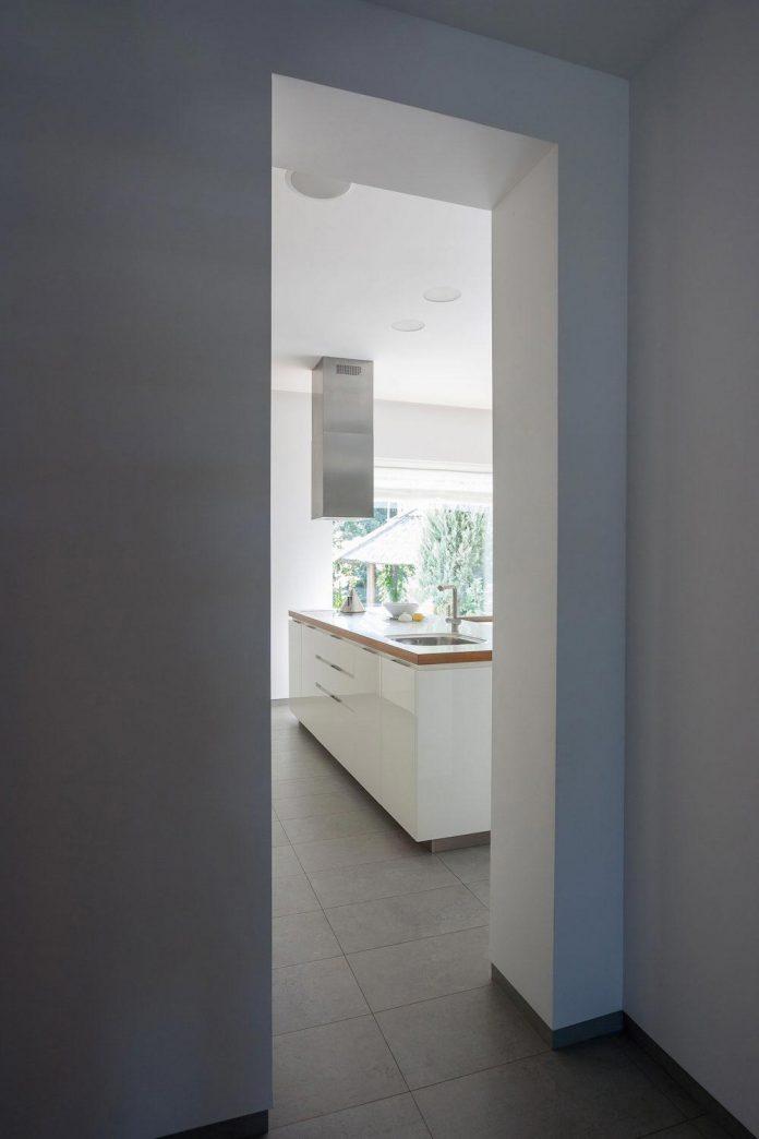 h-01-modern-two-storey-villa-azovskiy-pahomova-architects-13