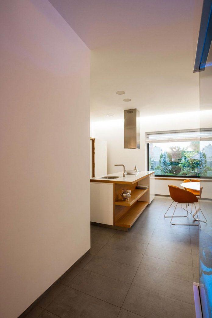 h-01-modern-two-storey-villa-azovskiy-pahomova-architects-14