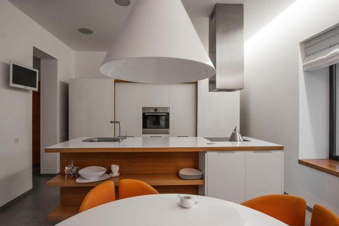 h-01-modern-two-storey-villa-azovskiy-pahomova-architects-15