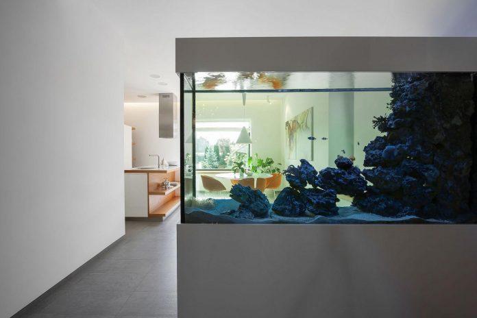 h-01-modern-two-storey-villa-azovskiy-pahomova-architects-16