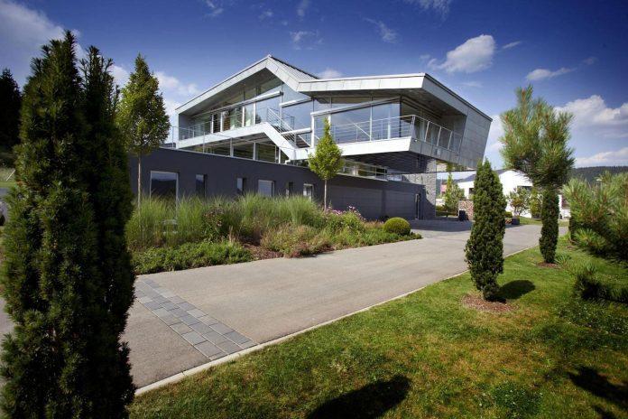 high-tech-modern-villa-engineer-designed-eppler-buhler-01