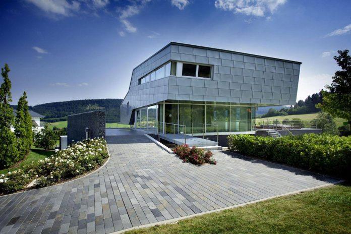 high-tech-modern-villa-engineer-designed-eppler-buhler-06
