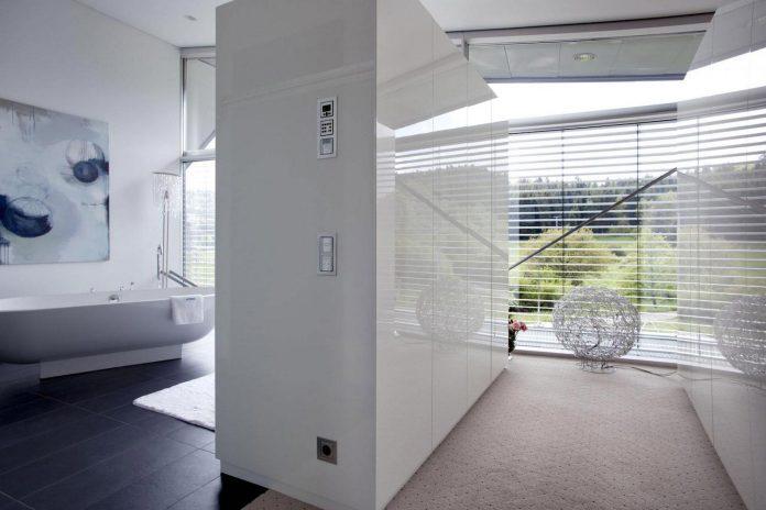 high-tech-modern-villa-engineer-designed-eppler-buhler-15