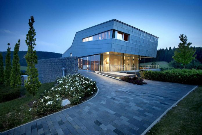 high-tech-modern-villa-engineer-designed-eppler-buhler-21