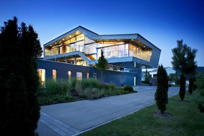 high-tech-modern-villa-engineer-designed-eppler-buhler-22