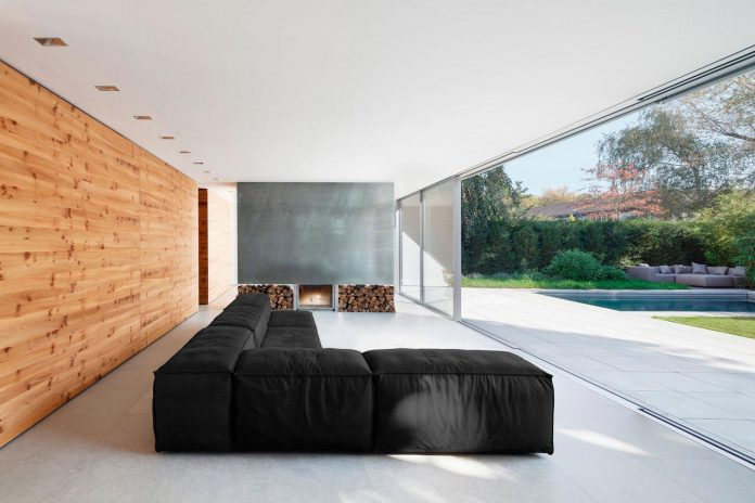 house-k-bright-interior-design-made-wood-white-walls-ceiling-dusseldorf-architekten-wannenmacher-moller-gmbh-02