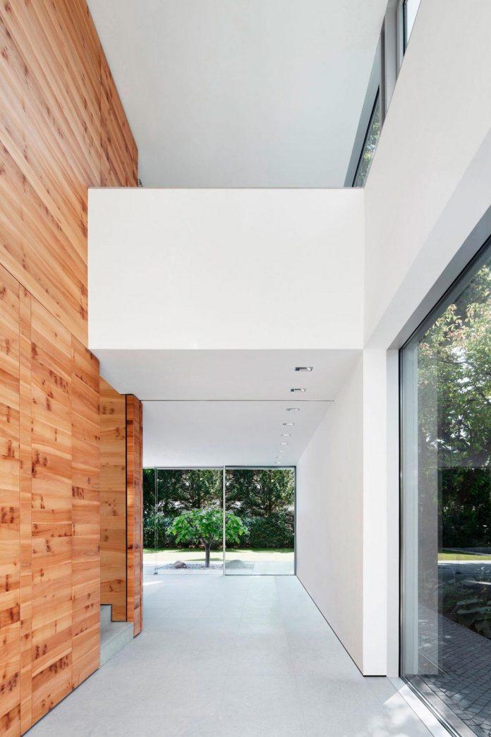house-k-bright-interior-design-made-wood-white-walls-ceiling-dusseldorf-architekten-wannenmacher-moller-gmbh-04