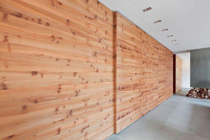 house-k-bright-interior-design-made-wood-white-walls-ceiling-dusseldorf-architekten-wannenmacher-moller-gmbh-05