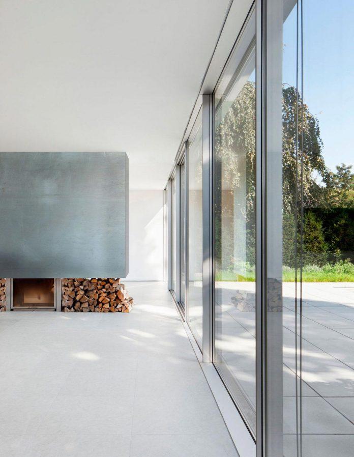 house-k-bright-interior-design-made-wood-white-walls-ceiling-dusseldorf-architekten-wannenmacher-moller-gmbh-06
